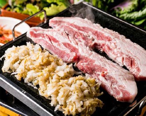 適度な脂身のある千葉県相模豚を使用